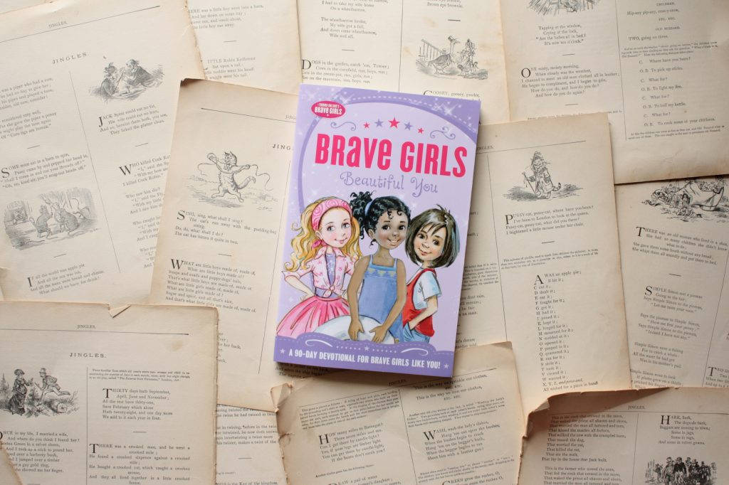 Brave Girls: Beautiful You (A 90-Day Devotional for Girls) | Little Book, Big Story